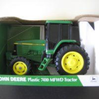 ERTL John Deere 7410 Tractor 1/32 Scale