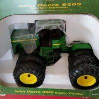 ERTL John Deere 9200 Tractor Triple Wheels 1/16 Scale