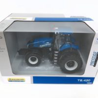 ERTL New Holland T8.420 Tractor with Duals 1/32 Scale
