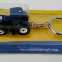UH New Holland T7.225 Blue Power Tractor Keyring
